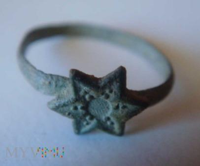 Dziecięcy pierścionek z gwiazdą
