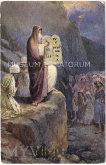 Mojżesz pokazuje tablice z X przykazaniami