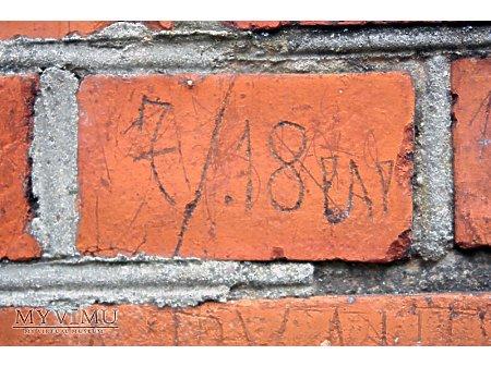 """Duże zdjęcie """"Stara Prochownia"""" - budynek A - inskrypcja #034"""