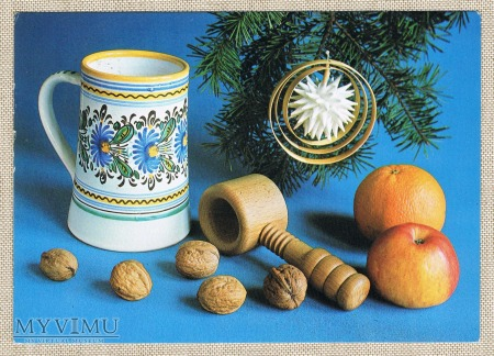 Dziadek do orzechów kufel orzech jabłko pomarańcza
