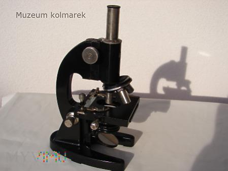 Mikroskop PZO M300 z 1952 roku.
