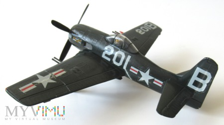 """Duże zdjęcie Samolot myśliwski F8F-1B """"Bearcat"""" (model 1/72)"""