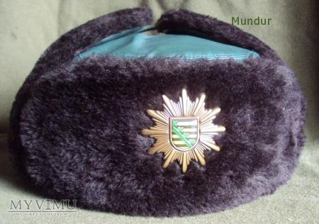 Czapka zimowa Polizei Sachsen.
