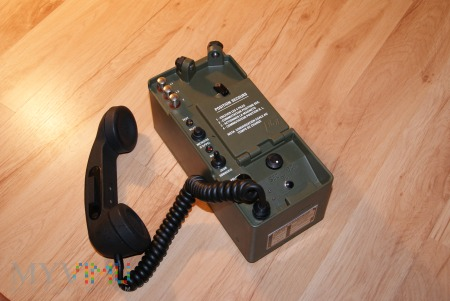 Francuski wojskowy telefon polowy typu AT-75A.