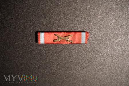 Duże zdjęcie Baretka Krzyża Zasługi z Mieczami - PSZnZ