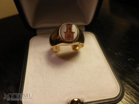 herb Gozdawa-sygnet złoty
