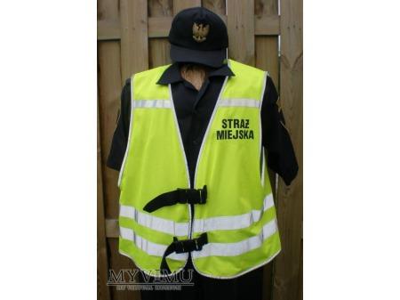 Funkcjonariusz Straży Miejskiej w kamizelce