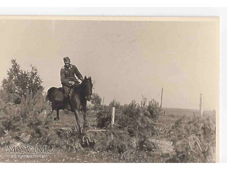 Duże zdjęcie Niemiecki kawalerzysta ćwiczy 4