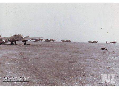 Duże zdjęcie He111 na lotnisku polowym (2)
