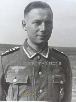 Żołnierz z Panzerkampfabzeichen