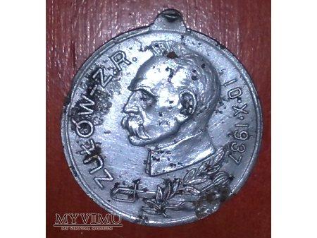 Pamiątkowy medal z J. Piłsudskim