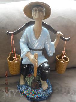Chińczyk z nosidłem i łopatą