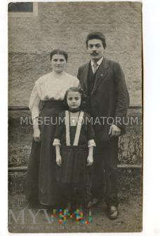 Stare zdjęcie rodzinne 2+1