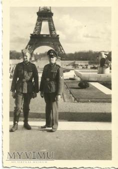 Żołnierze niemieccy - Paryż, wieża Eiffla