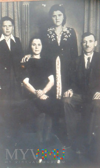 Portret rodzinny z 1945/1946