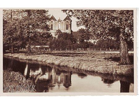 Widok na klasztor pocysterski z za rzeki Nielby