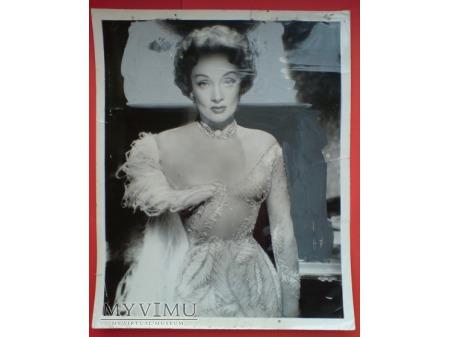 Marlene Dietrich Café de Paris c. 1954 London