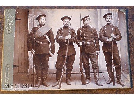 Duże zdjęcie CARSKA ROSJA - żołnierze w atelier