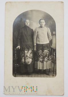 Zdjęcie dwóch kobiet