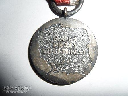 Duże zdjęcie Medal 40–lecia Polski Ludowej