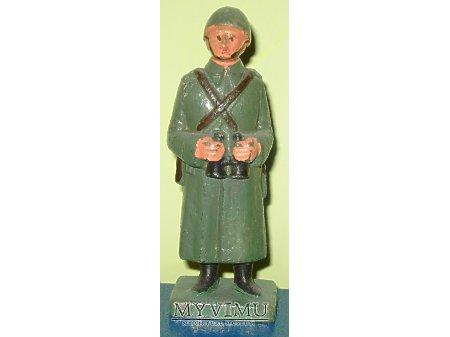 Żołnierz piechoty w hełmie wz. 31
