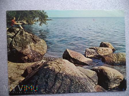 MORZE Głazy narzutowe przy brzegu morskim