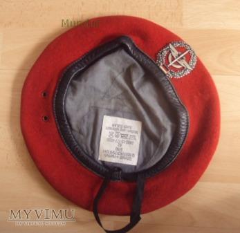 Czerwony beret RFN
