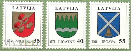 Łotewskie znaczki z herbami miast.