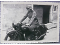Zdjęcie żołnierz niemiecki na motocyklu