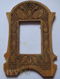 Ramka drewniana na zdjęcie zdobiona liśćmi dębu