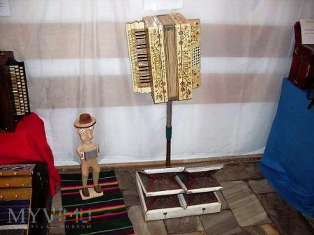 Duże zdjęcie polska harmonia trzyrzędowa - pedałowa