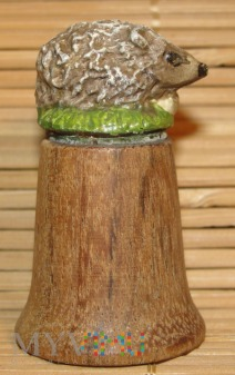 naparstek drewniany z figurką