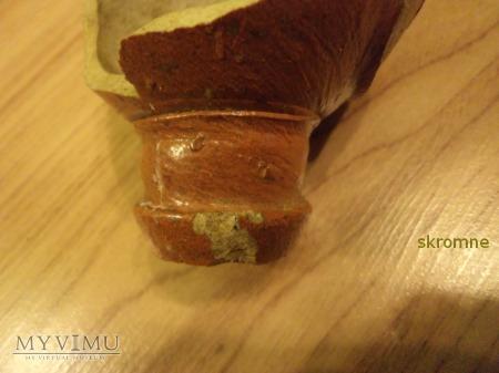 część glinianej butelki