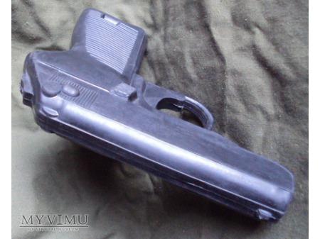 Gumowy treningowy pistoloet P-83