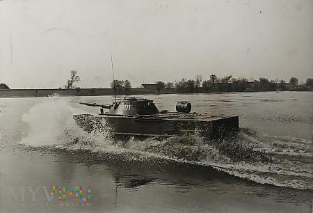PT-76.