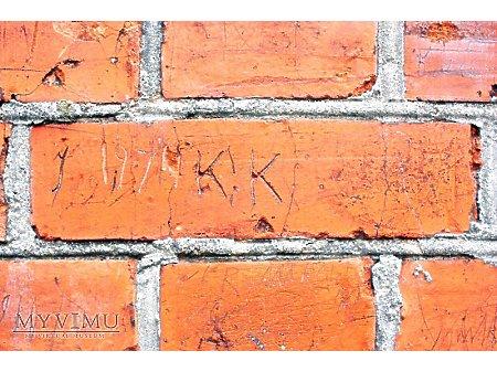 """Duże zdjęcie """"Stara Prochownia"""" - budynek A - inskrypcja #042"""