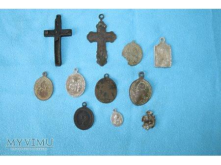 Medaliki i Krzyżyki