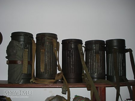 Niemieckie puszki na maski p-gaz.