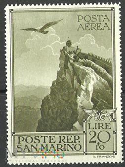 Veduta di San Marino e falco.