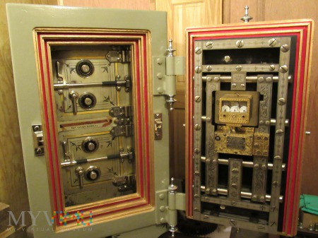 Diebold Larger Automatic Money Safe