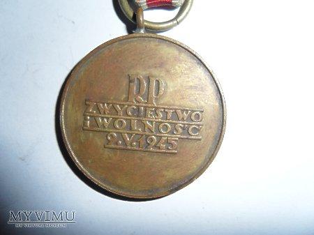 Duże zdjęcie Medal Zwycięstwa i Wolności 1945