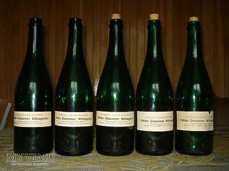 Butelki po niemieckim winie owocowym 1942-1944