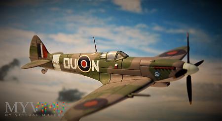 Duże zdjęcie Supermarine Spitfire MkIX.