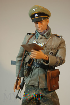 Untersturmführer z SS Feldgendarmerie.