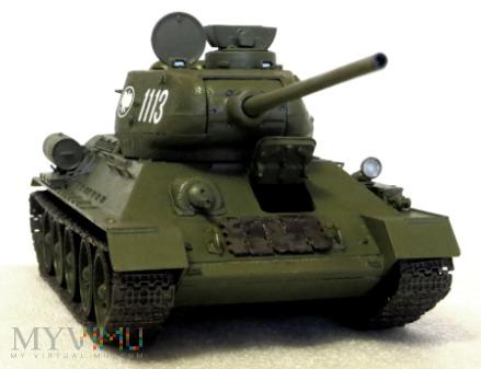 Czołg średni T-34-85 (1944, Fabryka nr 183)