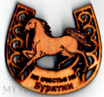 Magnes drewniany z koniem z Buriacji