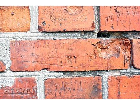 """Duże zdjęcie """"Stara Prochownia"""" - budynek A - inskrypcja #045"""