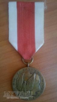"""Duże zdjęcie Medal """"Za zasługi dla obronności kraju"""" wersja PRL"""