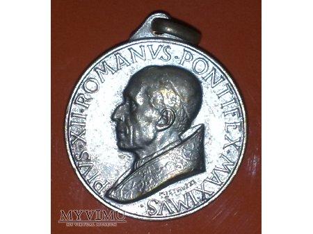 Medalik z Papieżem Piusem XII
