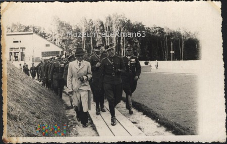 Delegacja 10 PAC przy budowie kopca marszałka Piłs